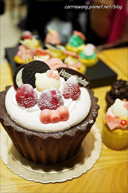 【台中蛋糕甜點】克勞蒂杯子蛋糕.Cloudy Cupcake。戲給媽咪最夢幻的母親節禮物,還有可愛的Hello Kitty杯子蛋糕哦!(4/18~5/11母親節限定,粉絲頁有抽獎活動~) @飛天璇的口袋