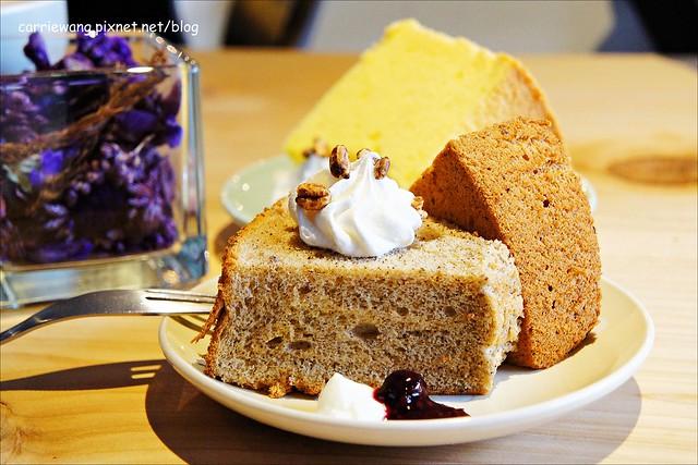 【台中下午茶】緩日子 Café.Un jour libre。精明商圈小巧咖啡館,輕鬆悠閒的環境,戚風蛋糕清爽好吃 @飛天璇的口袋