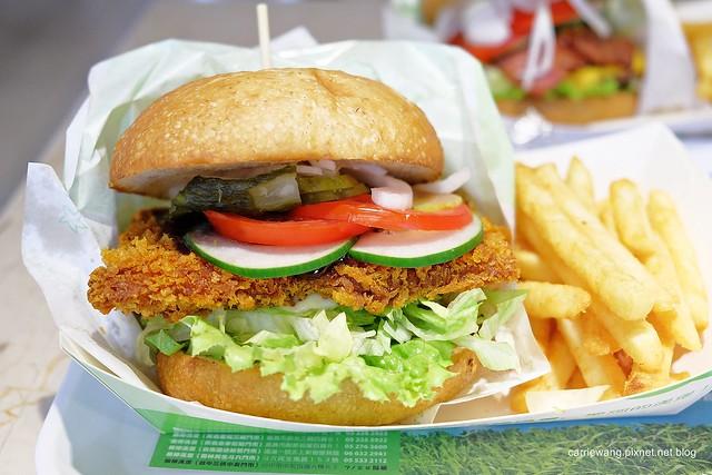 【台中連鎖漢堡店】樂檸漢堡。來自嘉義的連鎖漢堡店@台灣七號店,穿短褲省 $5元,份量大價格相對也高 @飛天璇的口袋