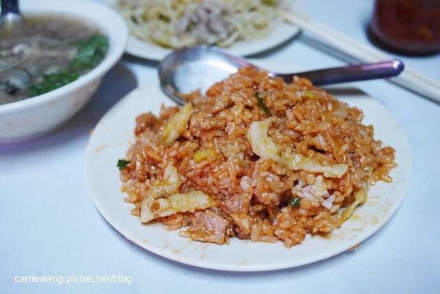 三代炒麵(老擔):中華夜市歷經60個年頭的在地美食,傳統古早味的小吃 @飛天璇的口袋