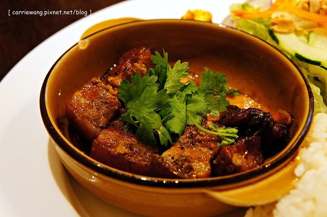【台中越南料理】小夏天越南餐廳 Petit e'te 。隱身在美術館巷弄間的復古味老房子,賣的是道地的越南料理 @飛天璇的口袋