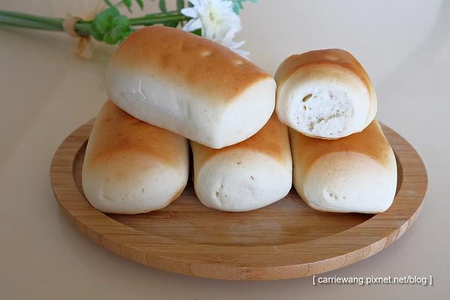 【台中小吃美食】不一樣太陽餅。烤饅頭簡單好吃深得我心,還有網友力推的小時候大餅以及朋友力推的餡餅、槓子頭和芝麻餅 @飛天璇的口袋