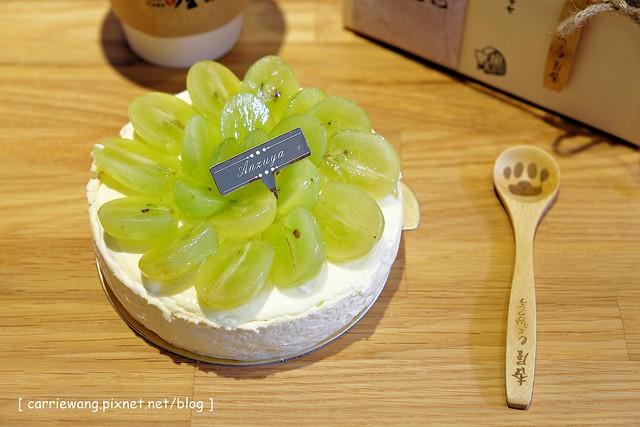 【台中蛋糕甜點】杏屋乳酪蛋糕。來自北海道的輕熟乳酪蛋糕,搭配超萌的磚心爪幸福咖啡,品嚐午后的小確幸,12/14(日)正式開幕,部份商品享折扣 @飛天璇的口袋