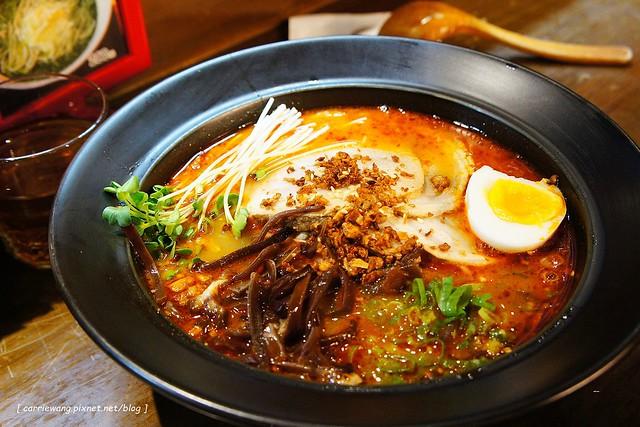 【台北拉麵推薦】樂麵屋@永康店。來自日本九州,客製化的口味,味道不錯,只是油蔥酥的味道重了一點 @飛天璇的口袋