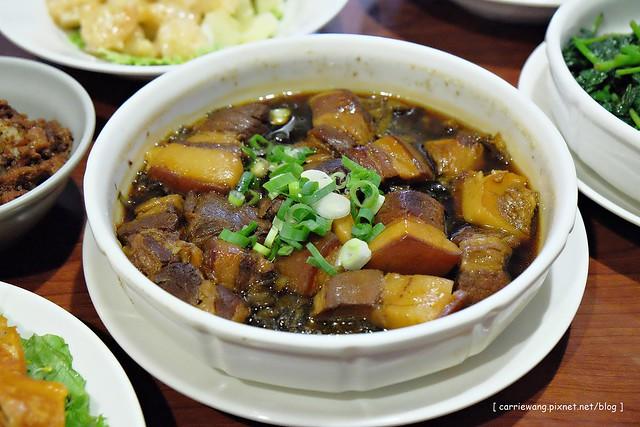 【台中合菜餐廳】香蕉新樂園。走進50年代的古老街坊,重溫復古懷舊的台灣,也是許多外地遊客來台中的必訪景點 @飛天璇的口袋
