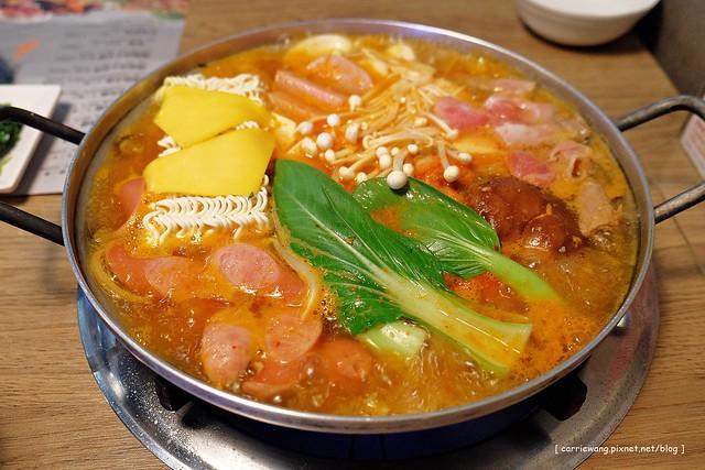 【台中韓式料理】黃鶴洞@中友店。餐點選擇性多,環境也不錯,服務也很好,現在分店多,到處都吃的到了 @飛天璇的口袋