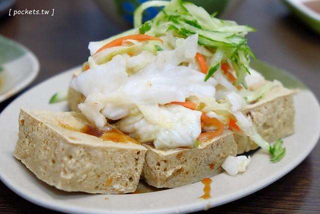 二煱臭豆腐:臭豆腐又酥又臭又好吃,麵線也很不錯,北屯人的隱藏版美食 @飛天璇的口袋