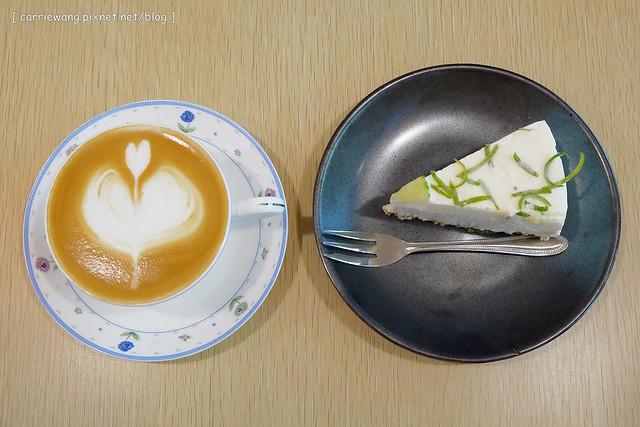 【台中下午茶】小幸福咖啡。位於豐原田野間的小巧咖啡館,裡面有很多可愛的玩偶,生乳酪檸檬起司蛋糕酸V好吃 @飛天璇的口袋