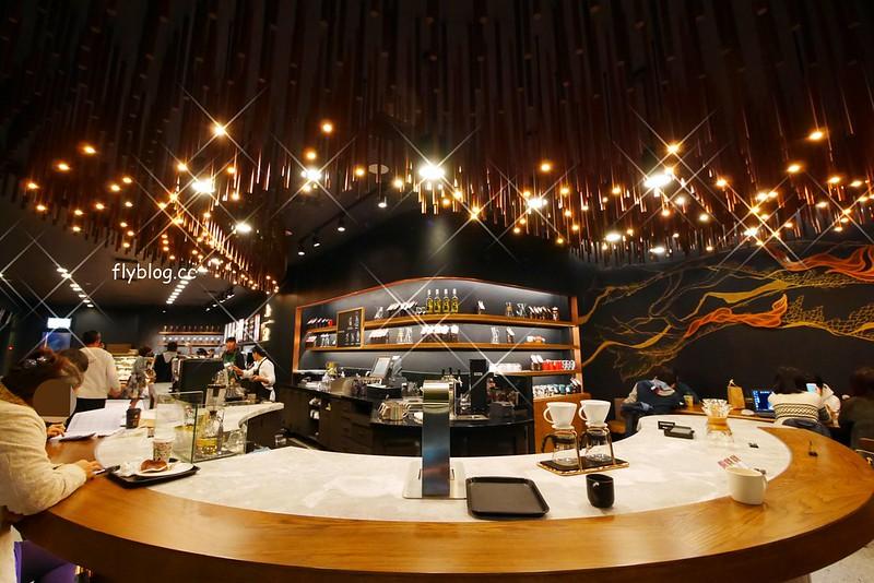 星巴克大英店 Starbucks┃台中南屯:全台灣第二家摩登典藏吧台門市,下午4點之後還提供咖啡啤酒,公益路IG拍照打卡新亮點 @飛天璇的口袋