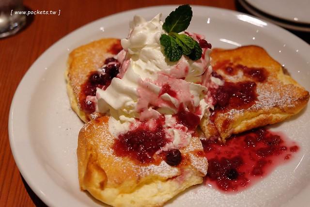 日本名古屋美食┃Light Cafe:鄰近中部國際機場旁的永旺常滑商場裡,網友推薦全世界最好吃的鬆餅,還有可愛的3D小熊立體拉花 @飛天璇的口袋