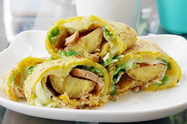 蔬服手作蛋餅┃台中西區美食:料多到快爆出來的蔬菜蛋餅,營養健康百分百,貝果和優格也很好吃 @飛天璇的口袋