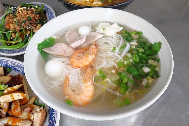 品溱越南河粉:隱身在黎明市場裡的越南小吃店,由越南新娘自已經營 @飛天璇的口袋