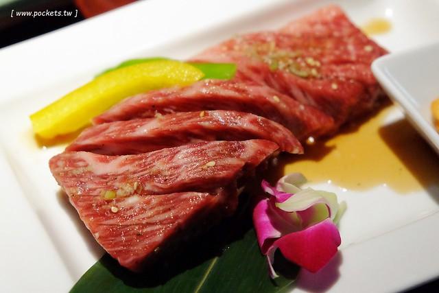 沖繩敘敘苑┃沖繩美食推薦:日本超人氣燒肉店,和牛質感一等一沒話說,但是價格也是一等一的,推薦商業午餐比較划算 @飛天璇的口袋