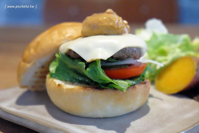 小葛廚房 Glady's Kitchen:優質空間的早午餐店,餐點以手作漢堡為主,鄰近水湳市場和美國學校 @飛天璇的口袋