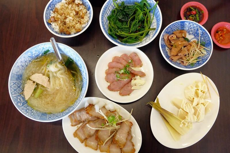 敏切仔麵:乾淨又有質感的小吃店,各式台式黑白切都吃的到 @飛天璇的口袋