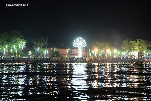 泰國華欣自由行┃2016泰國水燈節(Loy Krathong Festival):安帕瓦Amphawa水燈節,賞船賞螢火蟲,船上施放水燈活動 @飛天璇的口袋
