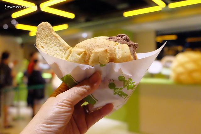 世界第二好吃的現烤冰淇淋菠蘿麵包┃台中西屯美食:東京超人氣散策甜食進駐台中新光三越百貨,只有香草、抹茶和巧克力三種口味,日本台灣口味不負責任比一比 @飛天璇的口袋