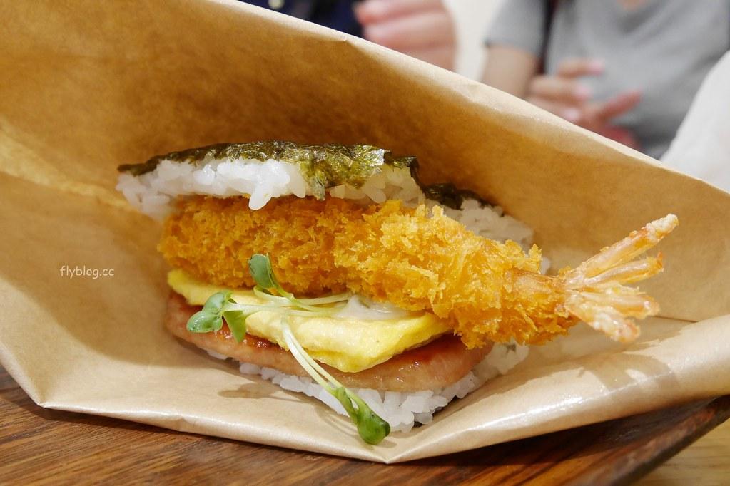 豬肉蛋飯糰┃沖繩美食:免排隊!沖繩那霸國內機場就吃的到,個人推薦苦瓜天婦羅口味 @飛天璇的口袋