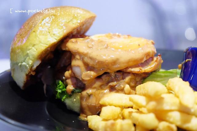 X Burger ┃台中南屯美食:台中最具現代感的美式餐廳,早午餐、晚餐、宵夜…一應俱全,夜貓子宵夜時段的好選擇 @飛天璇的口袋