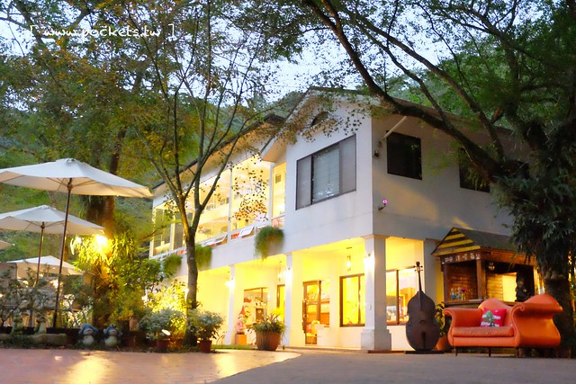 桃李河畔:新社著名景觀餐廳,傍晚的時候風景更漂亮,適合情侶約會和遛小孩的好地方 @飛天璇的口袋