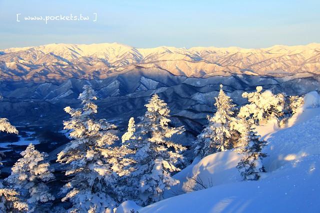 南會津樹冰&霧冰山頂之旅┃福島旅遊景點:奧會津搭乘雪車賞樹冰、晨霧和初曉,零下十度令人嘆為觀止的美景 @飛天璇的口袋