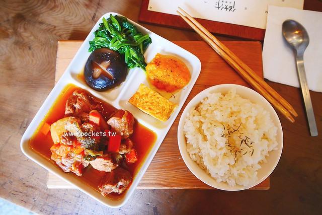 做作米食寓┃台中西區美食:有滿滿收藏品的藝文空間,賣著充滿溫度的米食料理,鄰近向上市場和家湯溫度 @飛天璇的口袋