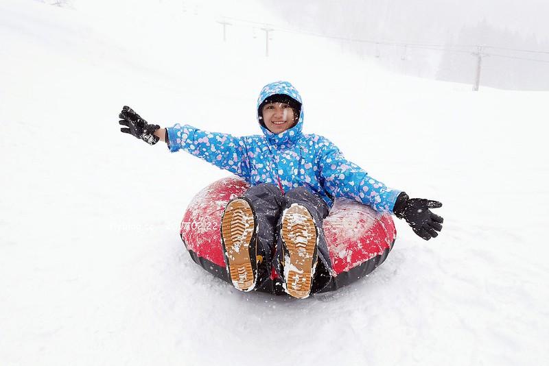 Fairy Land金山滑雪場┃福島旅遊景點:搭乘雪地纜車體驗,還有初階版的雪上甜甜圈、雪鞦和雪盆…等,冬季到奧會津就是要滑雪 @飛天璇的口袋