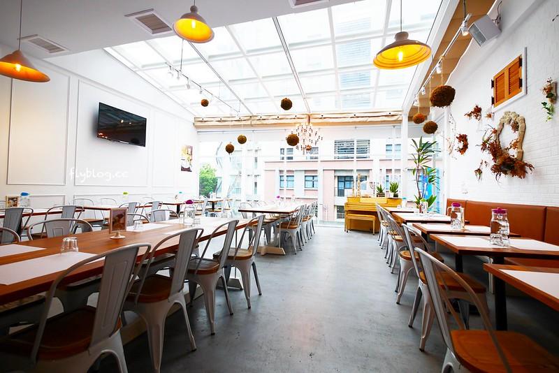 希拉餐廳┃員林美食推薦:員林老字號義式餐廳餐點表現不俗,漂亮的落地窗彷彿置身於玻璃屋中用餐,選用Lazazza也讓人留下深刻印象 @飛天璇的口袋