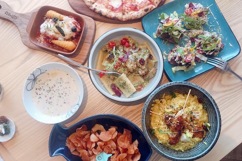 日許時間┃台中北區美食:充滿日式雜貨風的餐廳,餐點輕爽平價好吃,轉角遇見都市中的叢林 @飛天璇的口袋