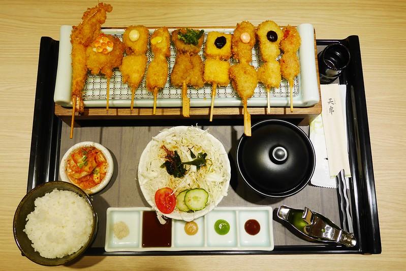 天串元祖串揚:中友百貨美食再一發,日式烤物、炸物、丼飯餐廳,餐點賣相很好價格也合理 @飛天璇的口袋