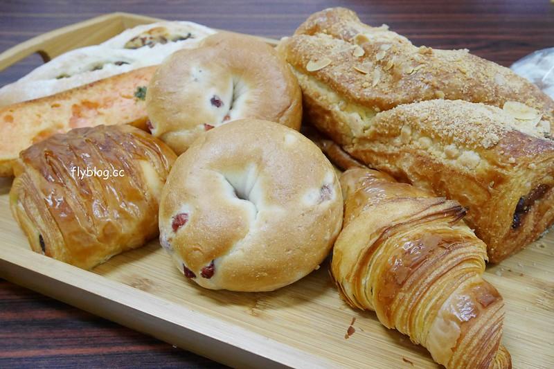 張泰謙麵包:法國世界盃麵包大師個人賽,有歐式和台式麵包不同選擇,個人最推薦吐司和貝果 @飛天璇的口袋