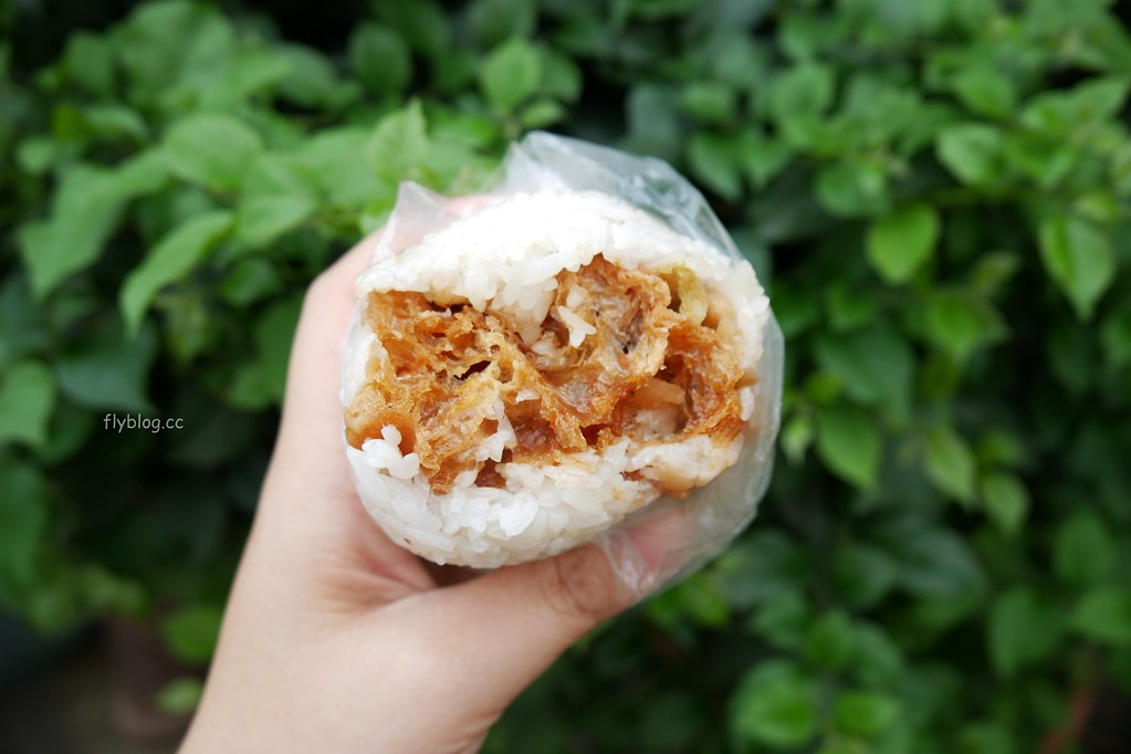 日棧飯糰:老饕社團網友推薦台中最好吃的飯糰,在地營業30個年頭,要吃要有排隊的心理準備 @飛天璇的口袋