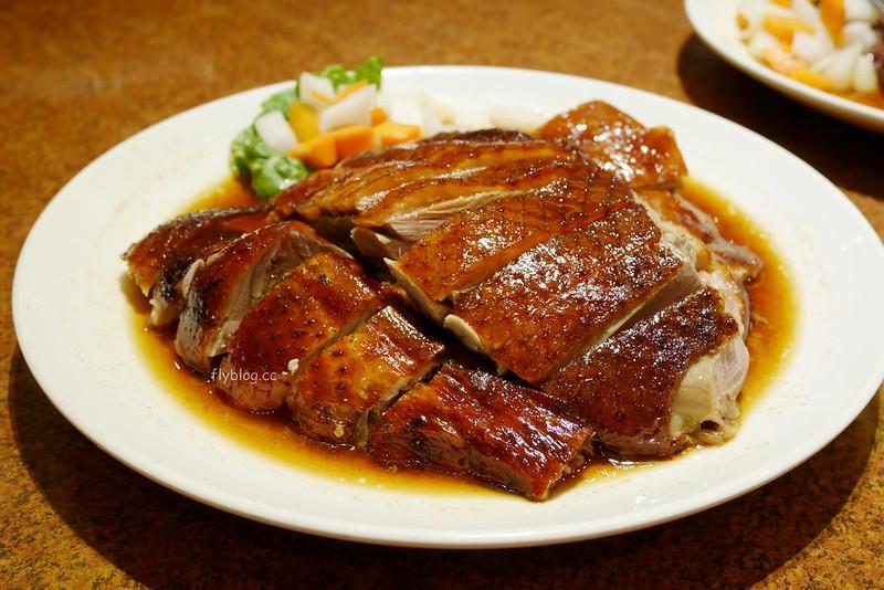 頂園燒鵝担仔廚房:金黃油亮的燒鵝好好吃,餐點選擇性多,雞翅和芋頭米粉也很推薦 @飛天璇的口袋