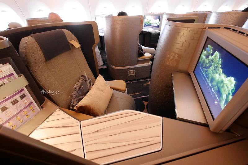華航豪華商務艙┃華航A350-900豪華商務艙初體驗,CI112 台灣→沖繩 1.5小時的小確幸 @飛天璇的口袋