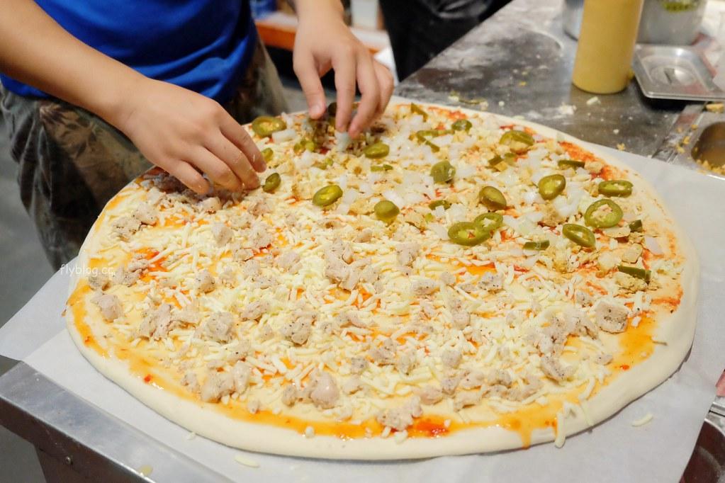 怪獸紐約式披薩┃台中南區:超狂20吋披薩500元有找,台中忠孝夜市人氣美食推薦 @飛天璇的口袋