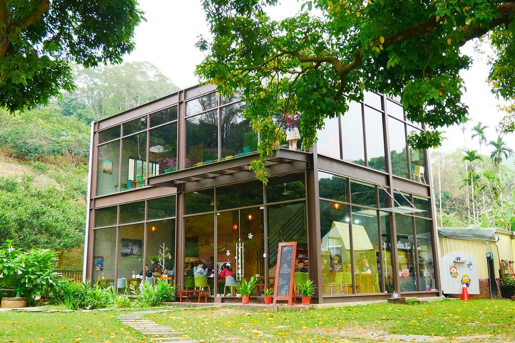 橙香森林┃苗栗景點:森林裡面的玻璃屋,有大皮草原和橙香隧道,親子旅遊IG打卡的好地方 @飛天璇的口袋