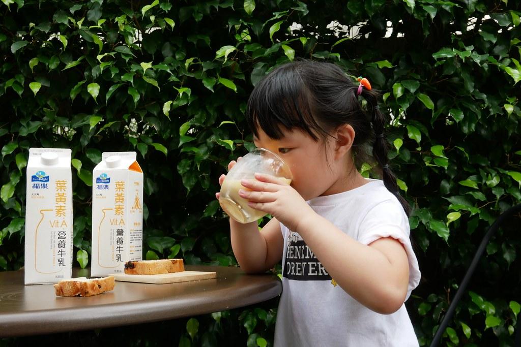 福樂葉黃素牛乳:維生素A+葉黃素=天天喝維持好眼光 @飛天璇的口袋
