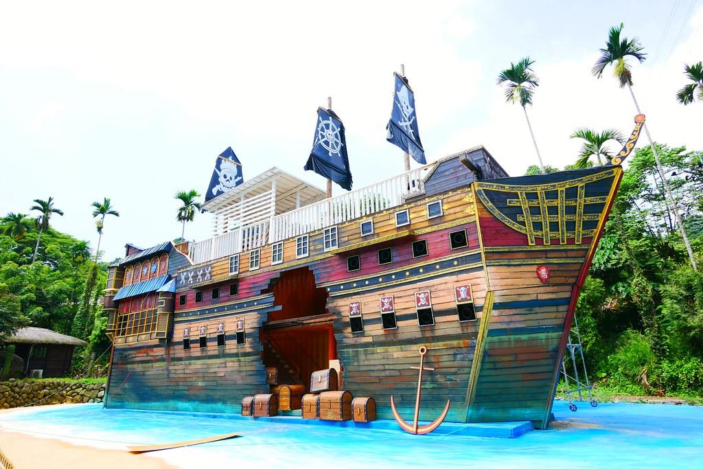 海盜村景觀彩繪園區┃南投旅遊:走進童話世界~3D童話彩繪牆 X 夢幻旋轉木馬 X 二樓高海盜船 X 氣墊溜滑梯 @飛天璇的口袋