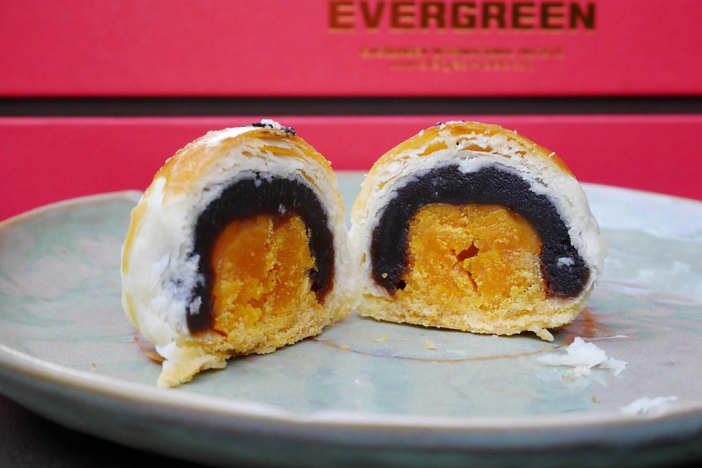 長榮桂冠蛋黃酥:全國酥皮月餅評比第一名,中秋月餅送禮的好選擇 @飛天璇的口袋