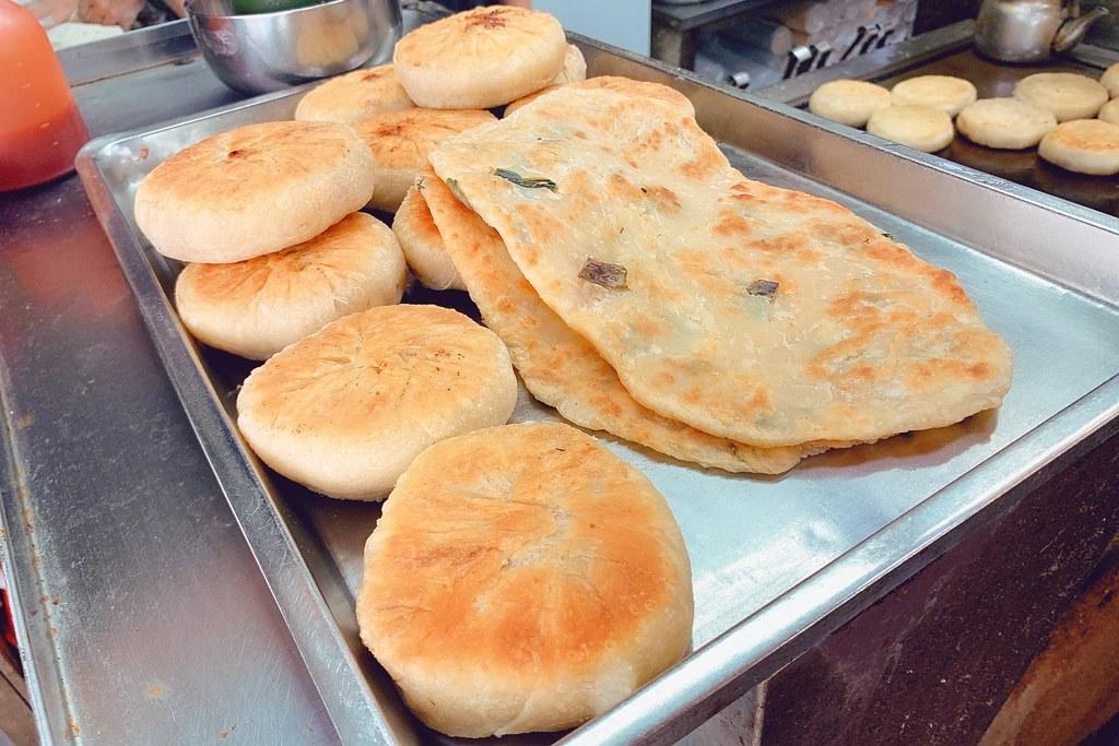 鄒氏餡餅蔥油餅:第二市場老字號美食,小心牛肉餡餅會噴汁 @飛天璇的口袋