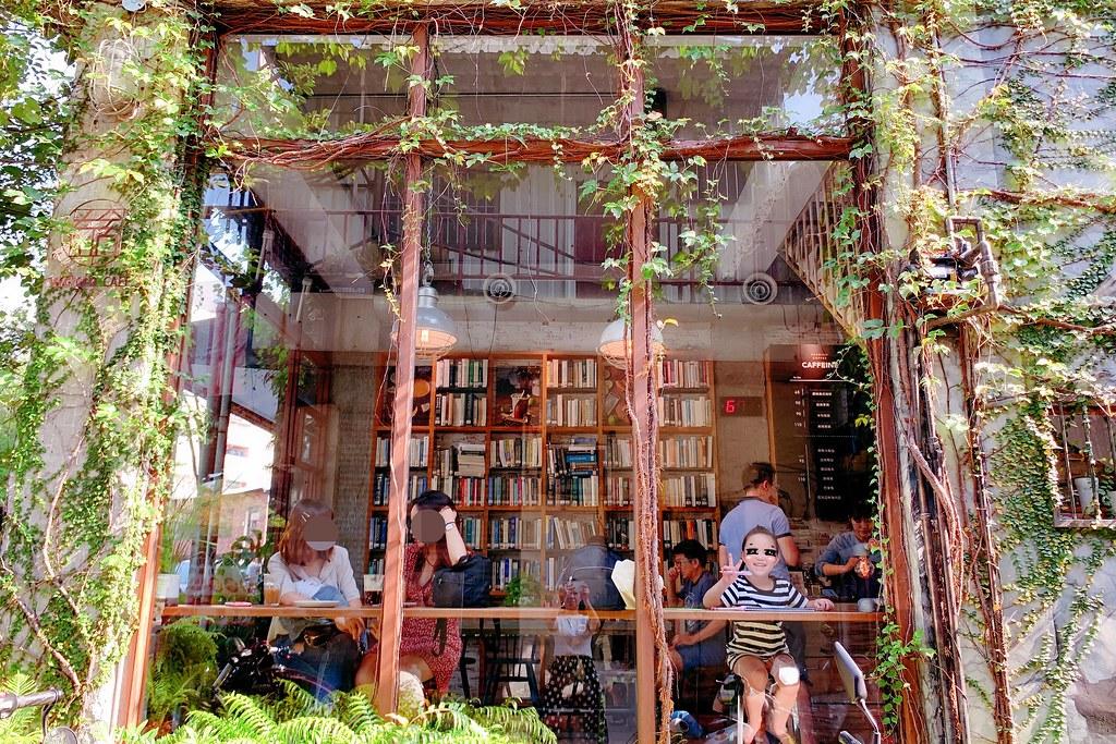 右舍咖啡:森林玻璃落地窗咖啡館,咖啡甜點都很優質,老宅改建超人氣咖啡館 @飛天璇的口袋
