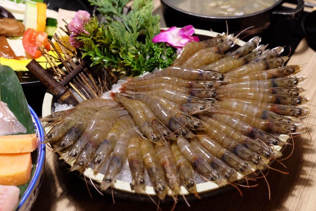 【台中南屯】灰鴿:台中CP值超高的火鍋餐廳,幾歲生日送幾隻蝦 @飛天璇的口袋