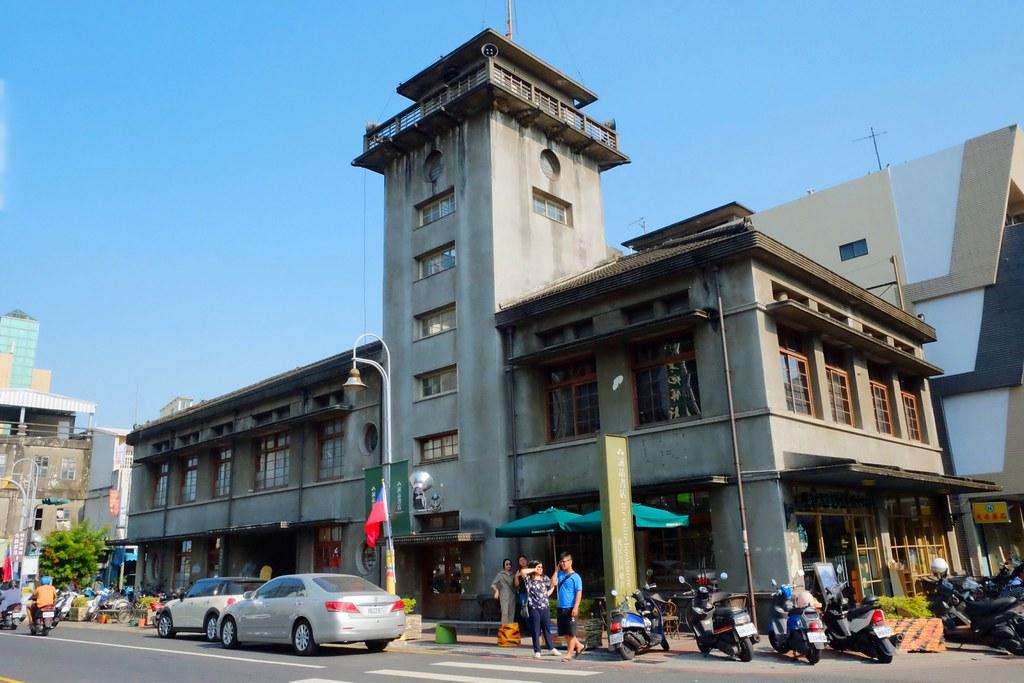 星巴克虎尾門市:日治昭和時期三級古蹟,結合書香與咖啡香 @飛天璇的口袋