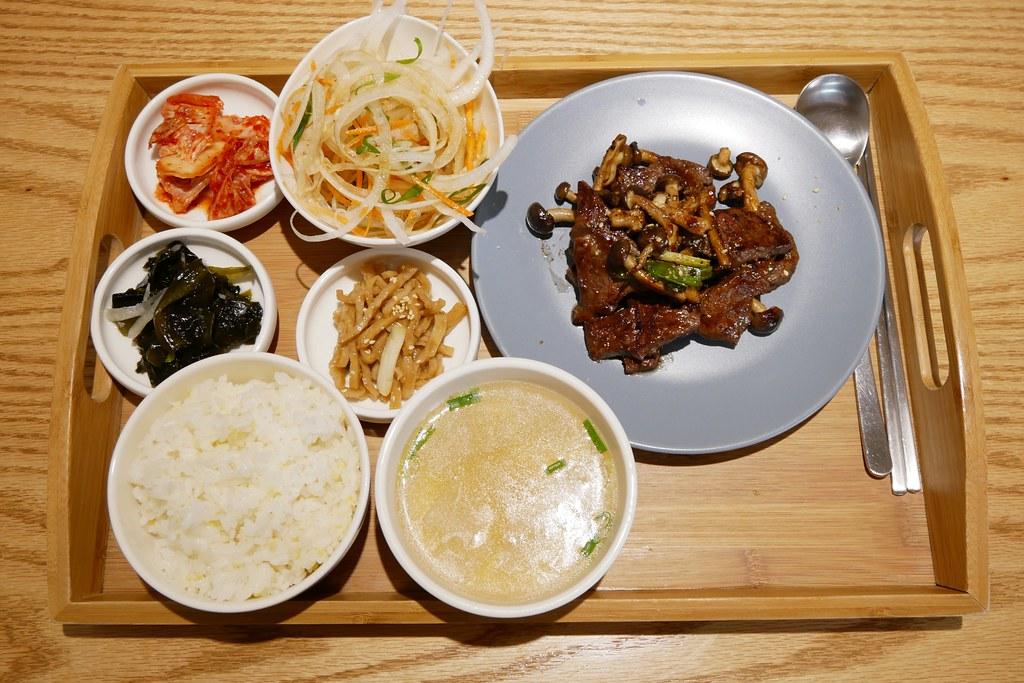 韓國餐桌:來自韓國大邱的美味,使用新鮮食材道地韓國料理 @飛天璇的口袋