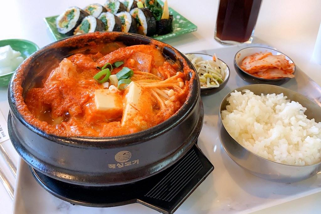 首爾飯桌:首爾的早晨新品牌,主打韓式飯捲、鍋物和泡麵,教育大學美食推薦 @飛天璇的口袋