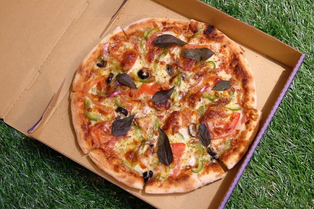 掐手披薩:外皮軟Q料好實在的披薩,北屯民俗公園附近美食,Foodpanda和Ubereats也很方便 @飛天璇的口袋