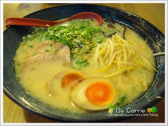 【台中日式拉麵】大海豚骨拉麵。黃金蛋很好吃 @飛天璇的口袋