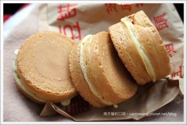【屏東小吃美食】萬丹紅豆餅。皮兒薄、餡兒多到爆漿,難怪聞名全台! @飛天璇的口袋