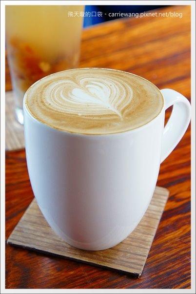 【台中下午茶】Ino Café。草悟道旁的咖啡廳,環境還不錯… @飛天璇的口袋
