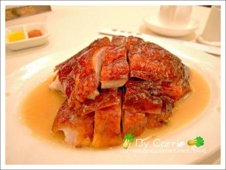 【香港美食推薦】鏞記酒家飛天燒鵝(米其林一顆星)v.s翡翠拉麵小籠包(香港機場) @飛天璇的口袋